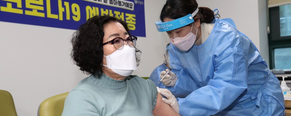 """중랑구 첫 백신접종 이순단씨 """"어르신과 나를 지키는 일"""""""