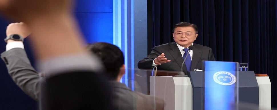 """[사설] """"죽비 맞았다"""" 부동산 정책 실패 인정한 문 대통령"""