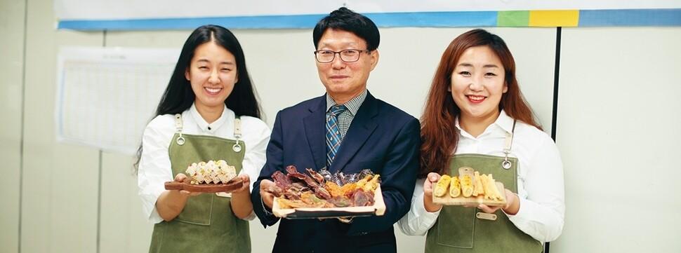 """""""100세 시대 노인 일자리가 곧 복지""""…자치구 일자리회사 성업중"""