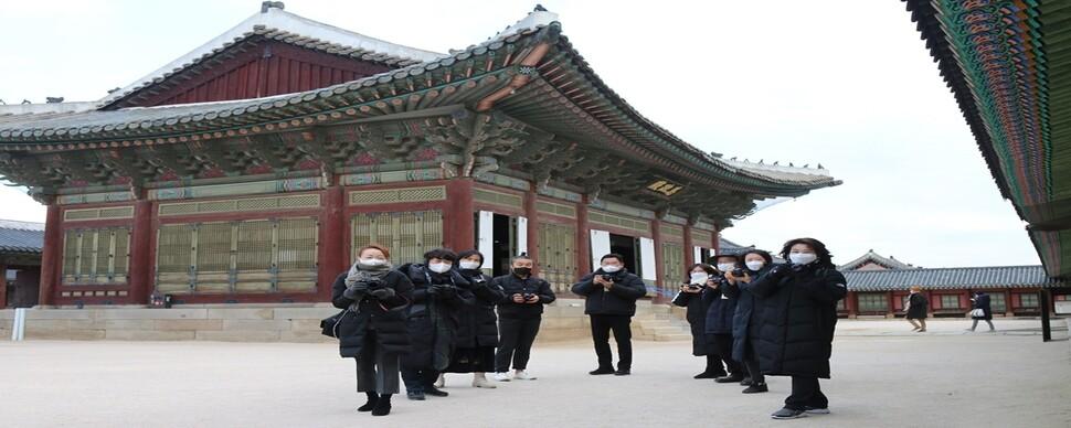 """""""좀 늦어도 괜찮아"""" 궁궐 사진으로 배우는 코로나 마음 극복법"""
