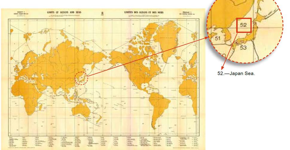 한국 정부가 오랫동안 동해 병기를 추진했던 국제수로기구의 '해양과 바다의 경계'(S-23) 3판(1953년). 동해를 일본해(Japan Sea)로 단독 표기하고 있다.