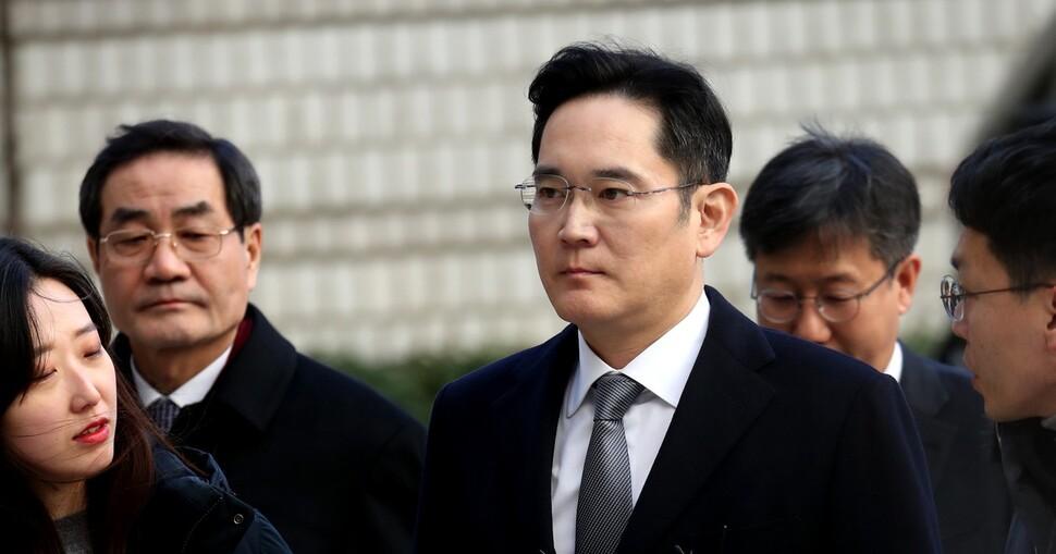 검찰, 이재용 영장 청구…삼성 '여론전'에 '속도전'으로 반격