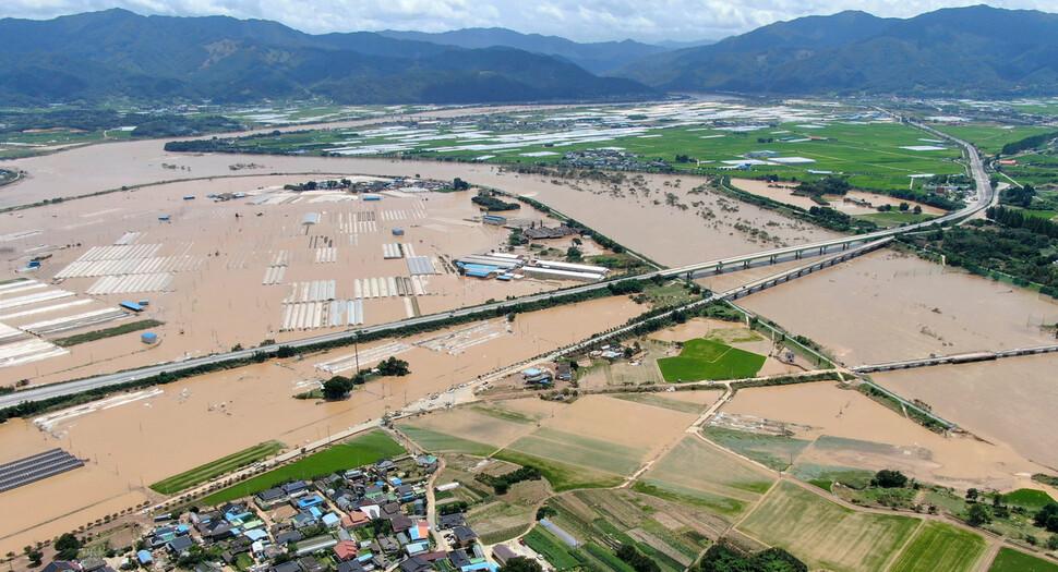 이번엔 남부권 아수라장…주말 기습 폭우로 15명 사망·실종