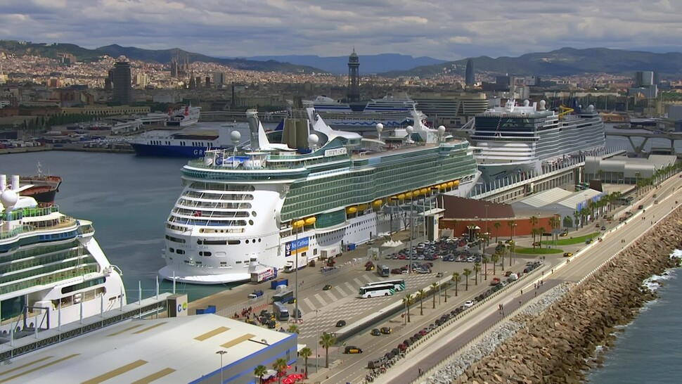 바르셀로나항엔 8척의 크루즈 선박이 동시에 입항할 수 있다. 지난해 800척 300만명이 방문했다. 포르트벨 제공