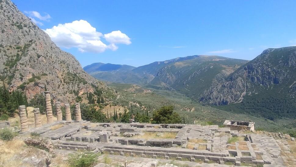 그리스인들은 천상의 땅에서 축제의 제전을 열었다