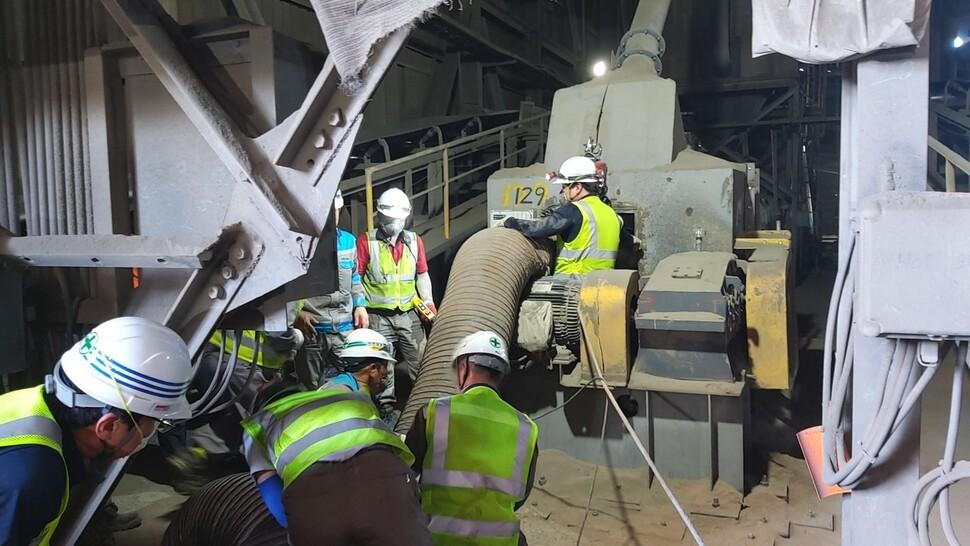 31일 오전 9시20분께 강원 삼척시 한 시멘트 생산공장에서 협력업체 직원이 7m 아래로 떨어져 숨지는 사고가 났다. 강원도소방본부 제공
