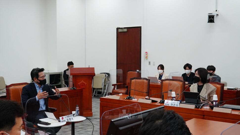 정병국 전 의원이 12일 국회에서 열린 초선 모임 '명불허전 보수다'에 참석해 발언하고 있다. 국민의힘 허은아 의원실 제공