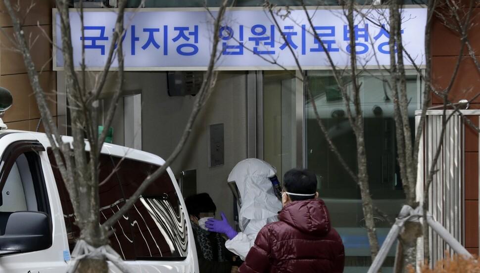 [사설] '신종 코로나' 확산 차단, 정부 '선제적 대응' 나서야