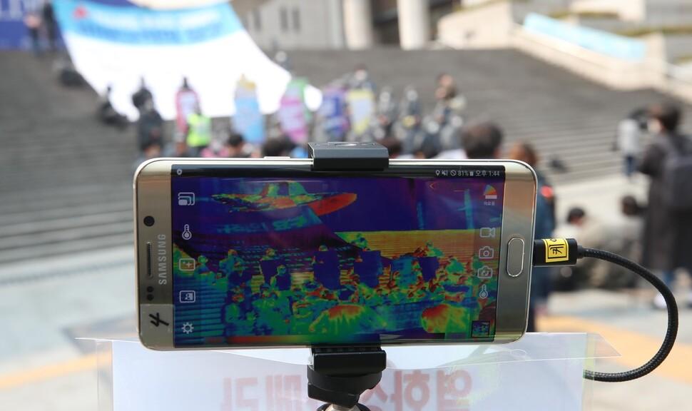 [포토] 열화상 카메라 기능 시험하는 경찰