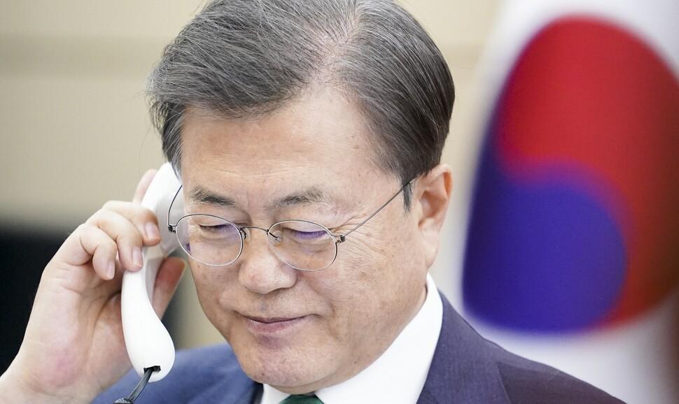 """문 대통령 지지율 56% 높지만…""""판세 몇번 뒤집힐 수 있다"""""""