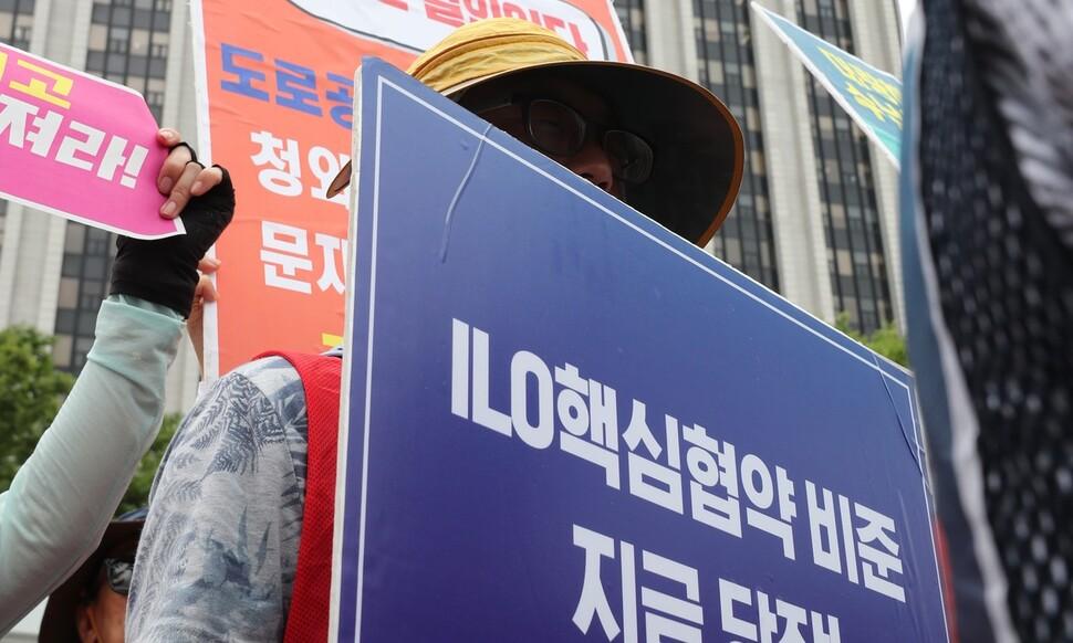 """청년 '노조 냉소' 이유는 """"선배세대, 노조 힘으로 편한 일만"""""""