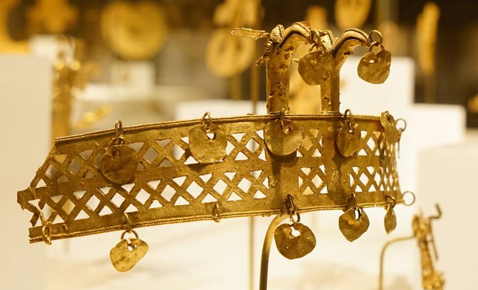 서기 10~15세기 남미 콜롬비아의 잉카문명에서 발견된 금관. 강인욱 제공