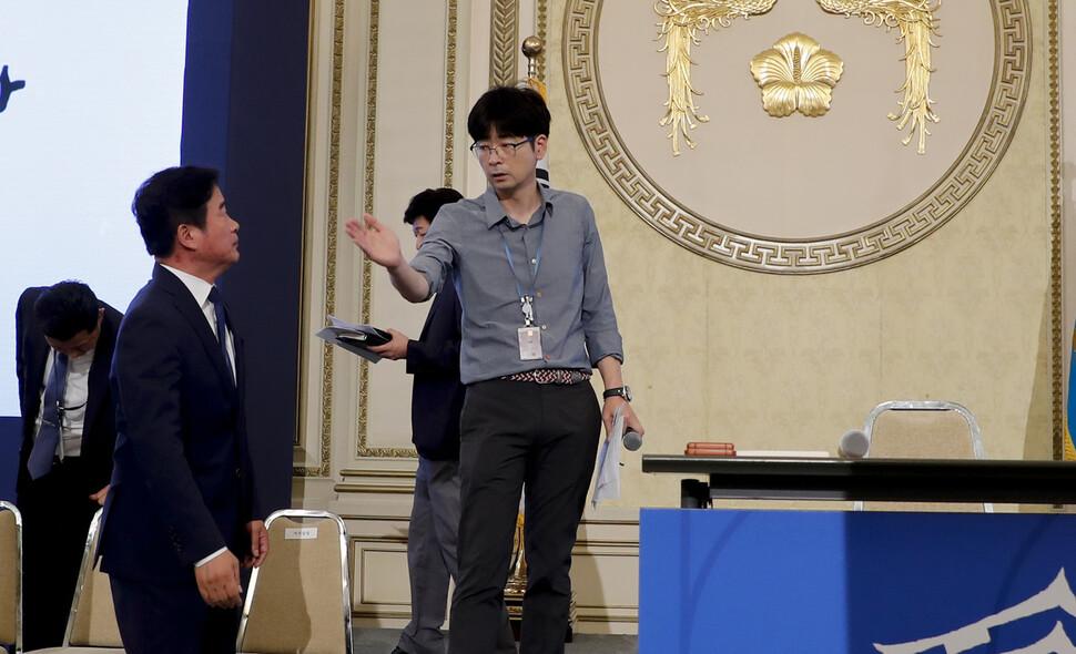 """탁현민 의전비서관 내정 알려지자…여성계 반발 """"왜 또?"""""""