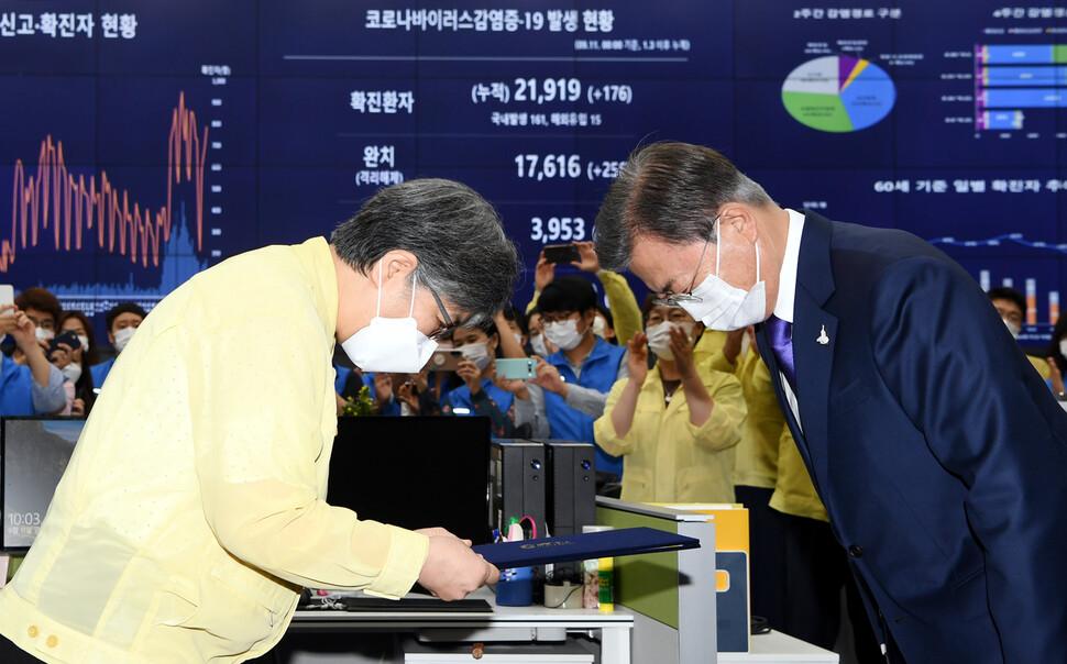 2020년 9월 12일자 <한겨레> 1면 사진.