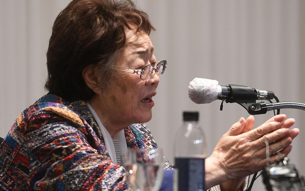 일본군 '위안부' 피해자인 여성인권운동가 이용수(92) 할머니가 25일 오후 대구 수성구 만촌동 인터불고 호텔에서 기자회견을 열고 정의기억연대 관련 의혹에 대한 소회를 밝히고 있다. 공동취재사진