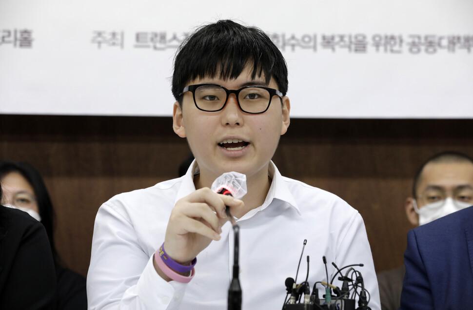 '트랜스젠더' 변희수 전 하사, 전역 처분 취소 행정소송