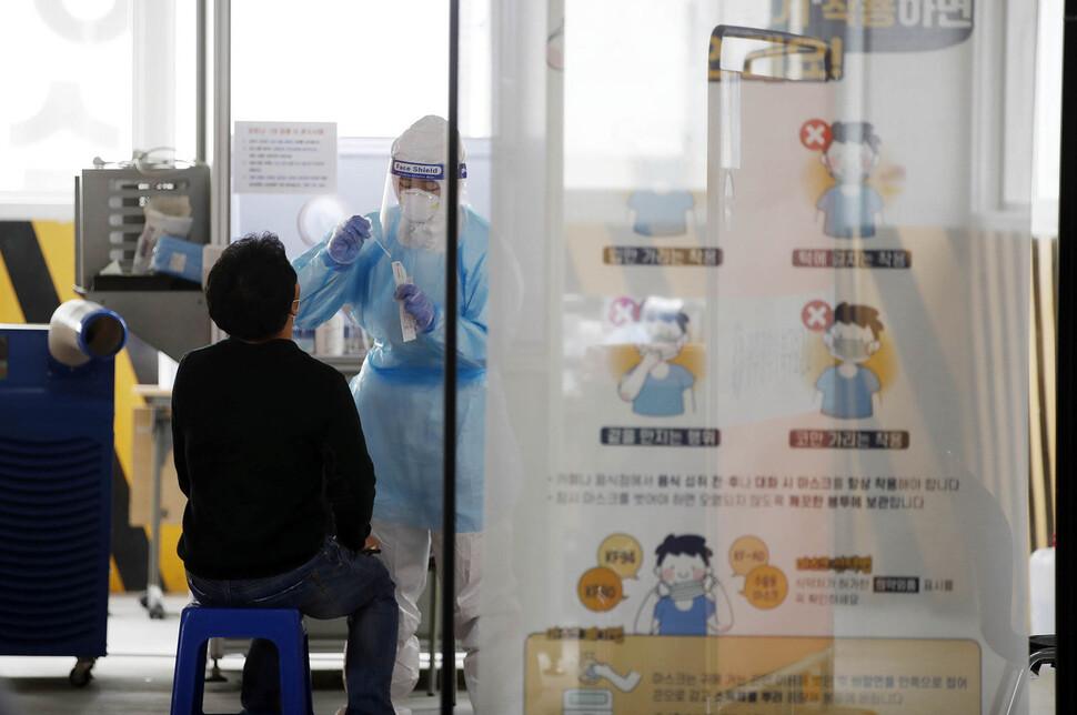 [한국갤럽] 정부의 코로나 대응 부정평가>긍정