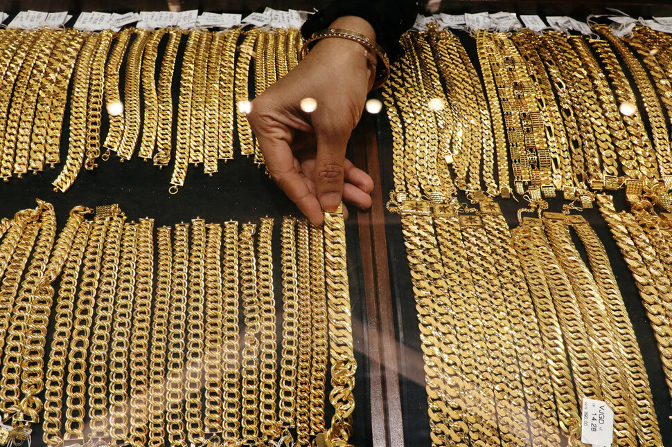 치솟던 금값 돌연 7년 만에 최대치 폭락