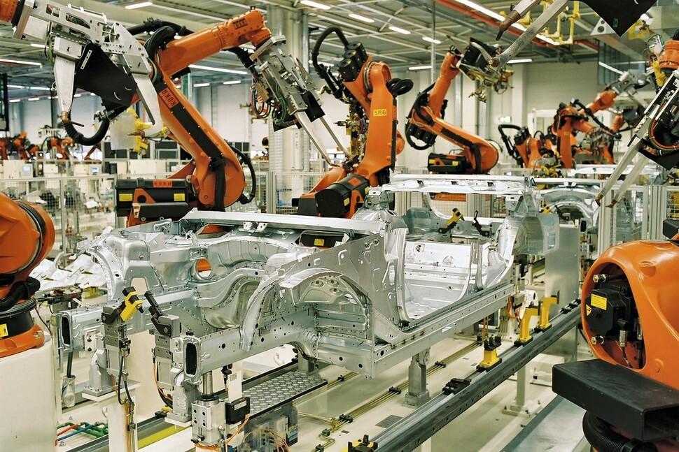 라이프치히 북동쪽 외곽에 자리잡은 베엠베 라이프치히공장은 전체 베엠베 생산공장 가운데 가장 혁신적인 공장으로 꼽힌다. 위키미디어 코먼스