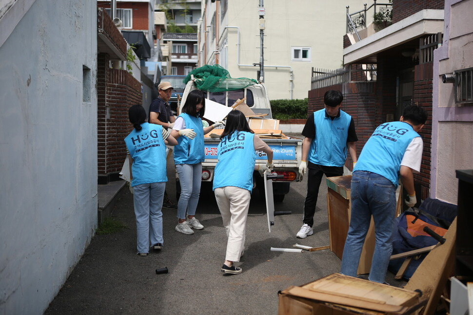 한 공기업이 자원 봉사 활동을 하는 모습. 주택도시보증공사 제공