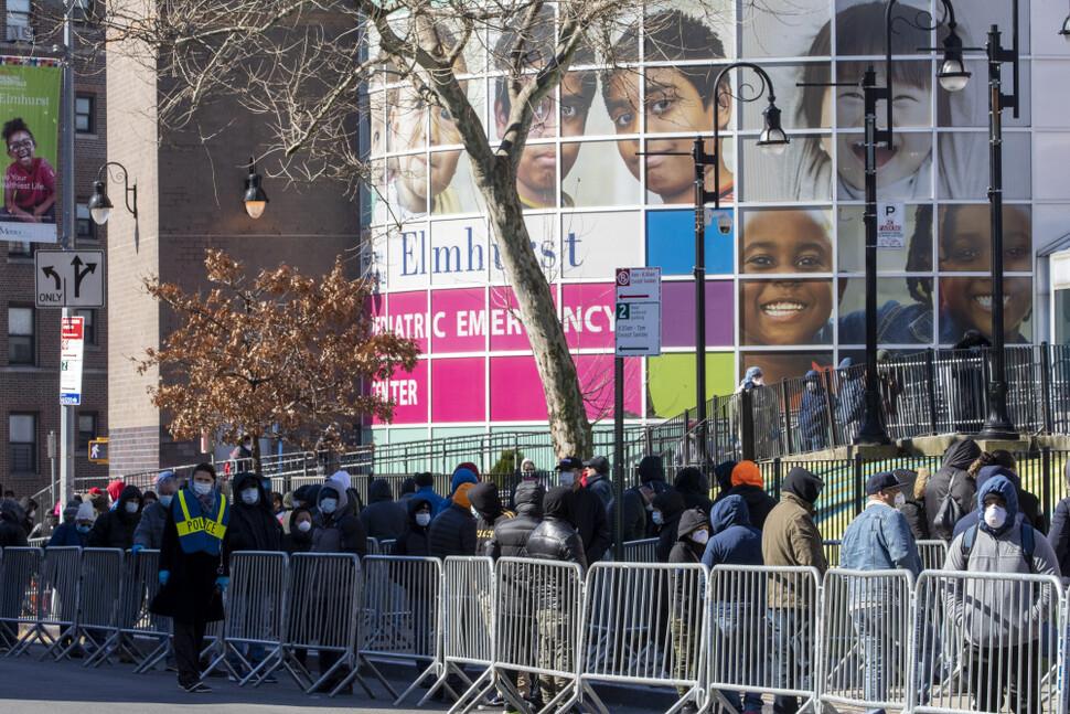 """전쟁터 방불케 하는 뉴욕…""""9·11 이후 가장 많은 응급전화"""""""