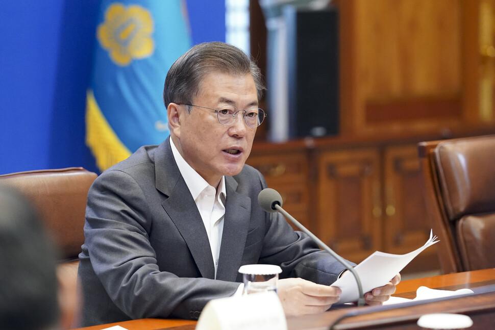 문재인 대통령이 8일 청와대에서 열린 코로나19 대응 관련 제4차 비상경제회의에서 발언하고 있다. 청와대사진기자단