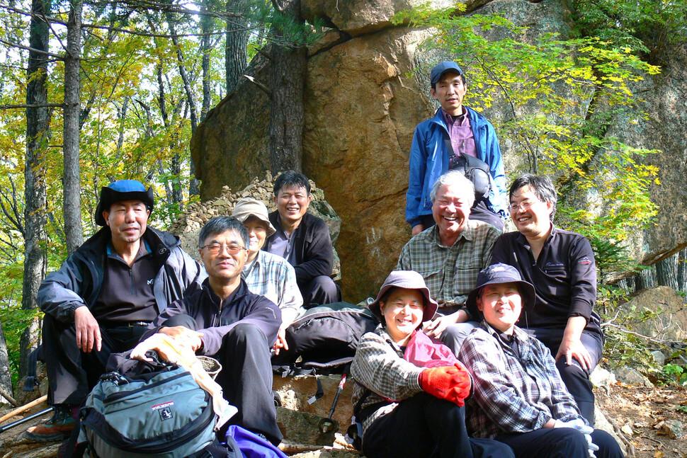 북산 최완택 목사와 함께 산에 오른 목산회 멤버들.