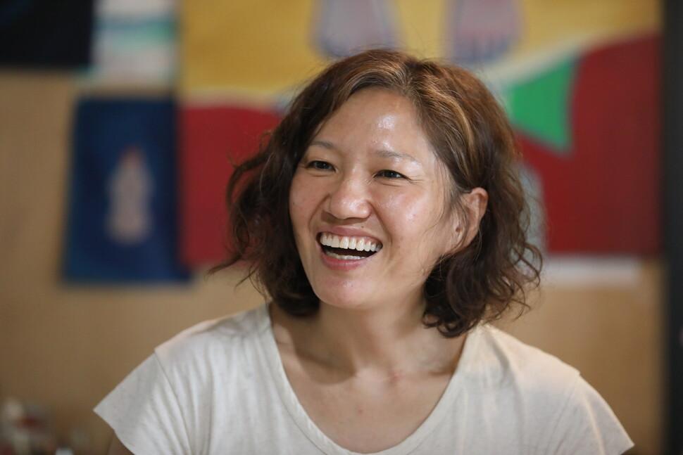생태예술가이자 미술치료사로서 제주에서 다양한 활동을 펼치고 있는 정은혜 에코오롯 대표. 제주/이정아 기자