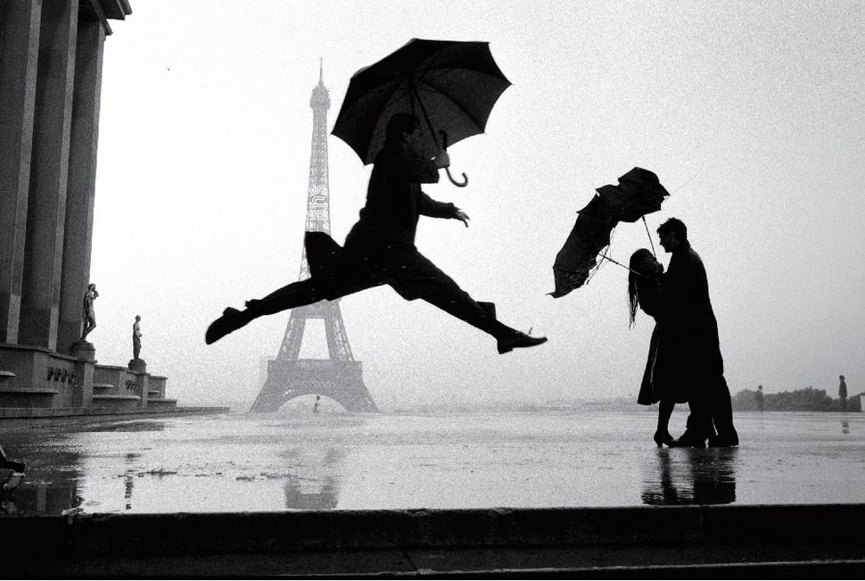 엘리엇 어윗, 에펠 타워 100주년, 파리, 프랑스, 1989. Eiffel tower 100th anniversary, Paris, France, 1989ⓒ Elliott Erwitt/Magnum Photos. 사진 제공 가우디움어소시에이츠