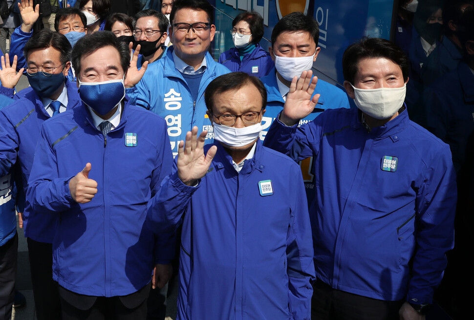 민주당, 소득 관계없이 '4인 가족' 100만원 재난지원금 추진