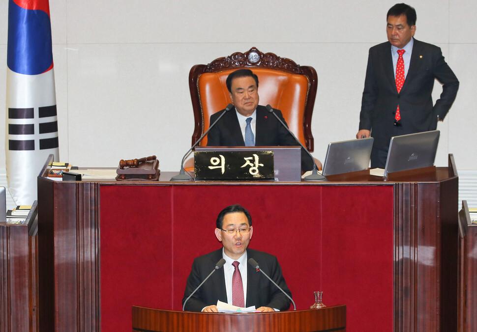 자유한국당 주호영 의원이 23일 오후 국회 본회의에서 선거법 개정안에 대한 무제한토론을 시작하고 있다. 연합뉴스