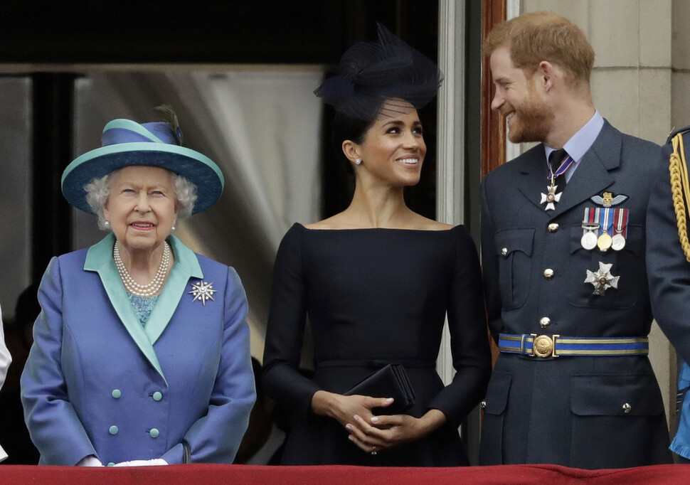 '독립 선언' 영 해리 왕자 부부, 봄부터 '왕실' 특권 다 내려놓는다