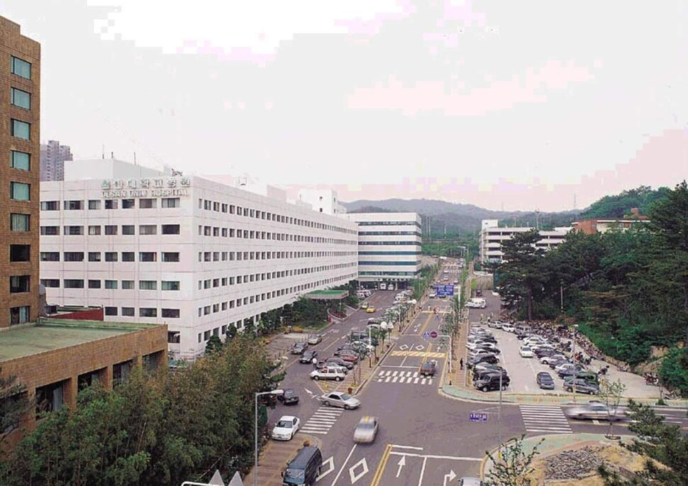 [속보] 울산대병원 의사 코로나19 '양성'…응급실 폐쇄