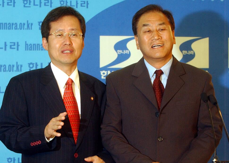 1996년에 홍준표와 이재오와 김문수는 신한국당의 개혁적인 초선 의원이었다. 2003년에 홍준표와 이재오는 당 지도부가 되었다. 그때는 당 이름이 한나라당이었다. 촬영 윤운식 기자.