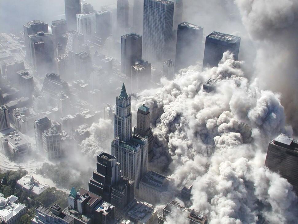 """프랑스 출판사 """"9·11은 CIA 자작극 가능성"""" 서술 사과"""