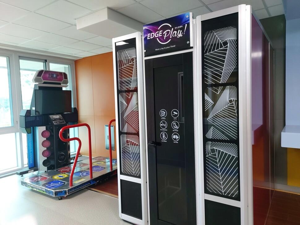 댄스게임 펌프, 노래방 기계, 당구대 등 쉬는 시간 이용할 수 있는 놀이공간