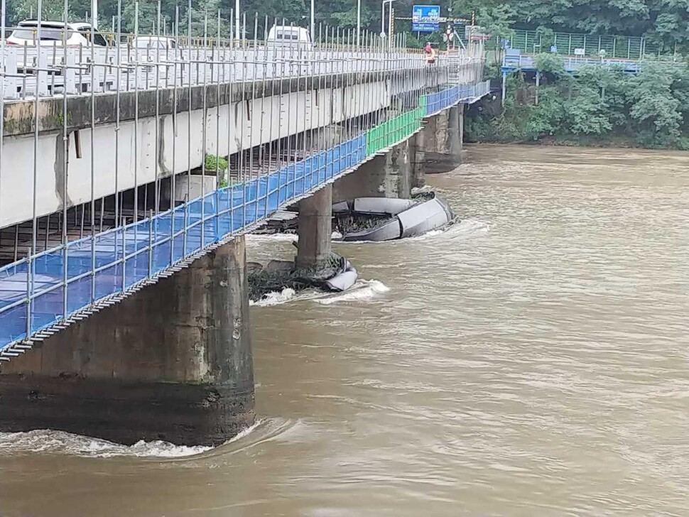 춘천 의암댐에서 선박 3척 전복…1명 사망·5명 실종