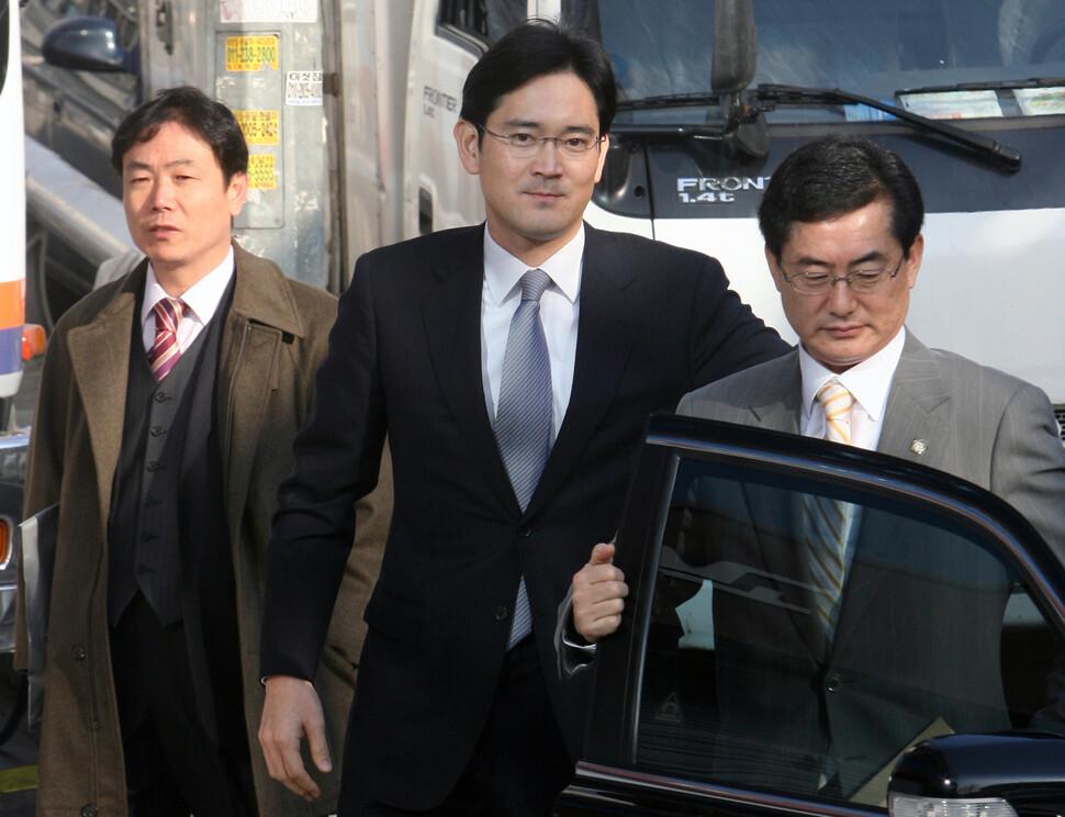 2008년 2월28일, 당시 전무였던 이재용 삼성전자 부회장이 특검 조사를 받기 위해 사무실에 들어서고 있다. 이종근 기자 촬영.