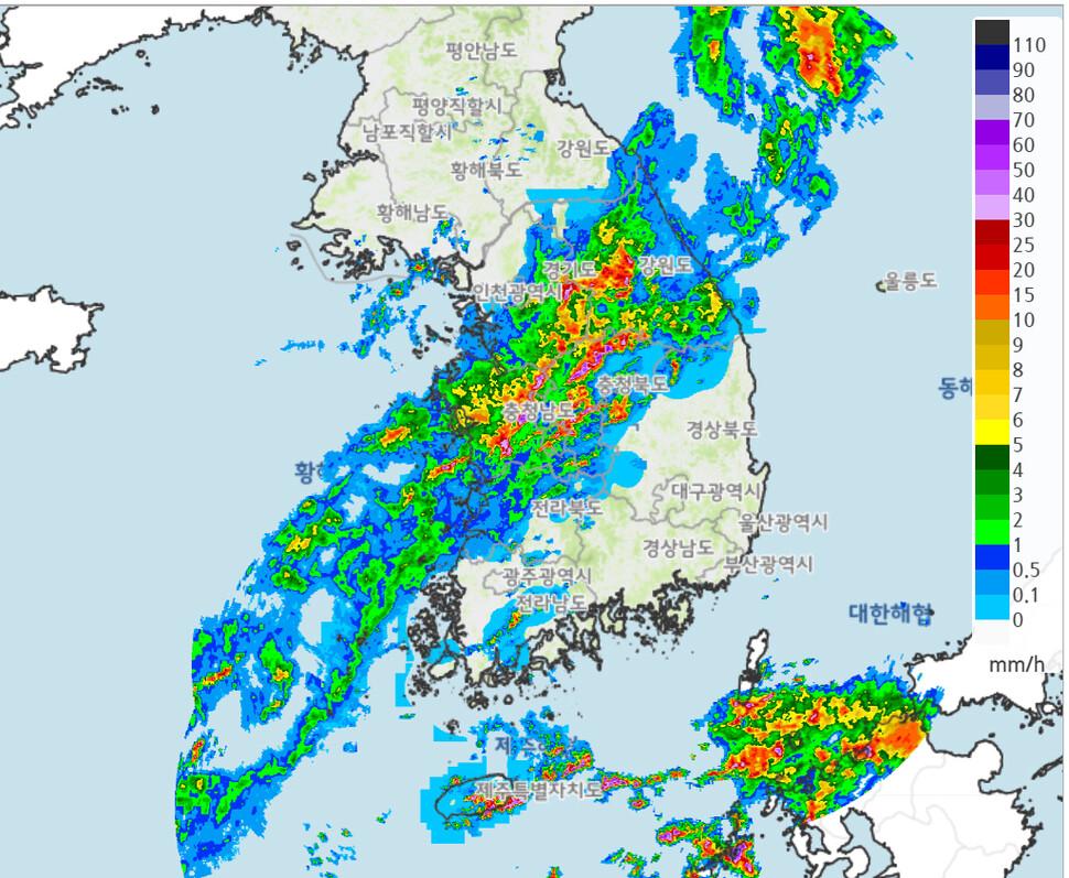 밤새 서울·경기 최고 250㎜ 폭우…오전에 충청·전북으로 남하