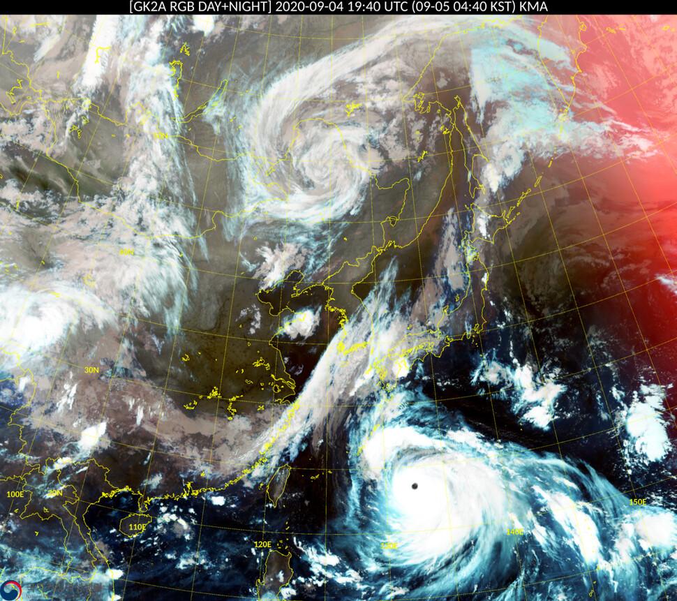 천리안위성 2A호가 5일 오전 4시40분께 촬영한 제10호 태풍 하이선 영상. 태풍 눈이 선명하게 보일 정도로 발달했다. 기상청 국가기상위성센터 제공