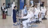 ワクチン接種は早期の海外旅行再開を可能にするか