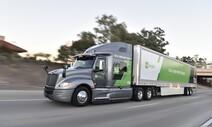 휴식도 식사도 않는 장거리 자율주행트럭, 운송시간 40% 줄였다