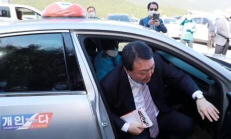 '노마스크' 윤석열, 방역수칙 위반 논란