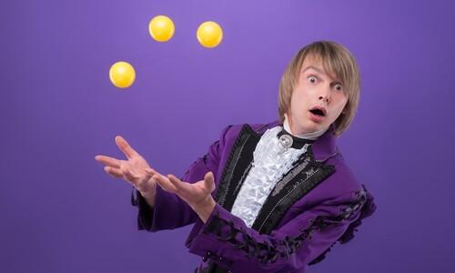 '인공중력' 우주선에서 저글링을 하면 공이 어디로 떨어질까?