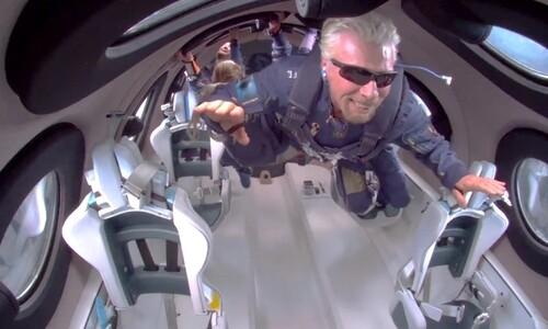 우주까지 날아간 '21세기 피터 팬'
