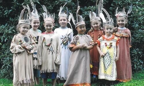부르더호프 아이들이 처음 학교에 가는 날엔