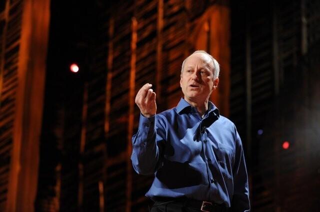 마이클 샌델이 2010년 2월 미국 롱비치에서 열린 테드(TED) 강연회에서 '민주적 토론'을 주제로 강연하고 있다. <한겨레> 자료사진