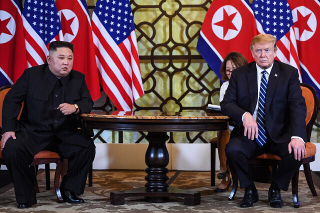 El presidente del Departamento de Estado de Corea del Norte, Kim Jong-un, y el presidente de los Estados Unidos, Donald Trump, celebraron una reunión de segundo día en el Hotel Metropolitan en la mañana del 28 de febrero de 2019 y tuvieron una visión firme de la cumbre antes de la cumbre.Hanói / AFP Yonhap News