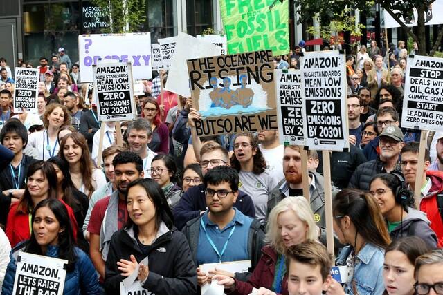 2019년 9월20일 미국 시애틀에서 아마존을 비롯한 이른바 빅테크 기업 임직원들이 '세계기후파업'에 참여하고 있다. 게티이미지뱅크