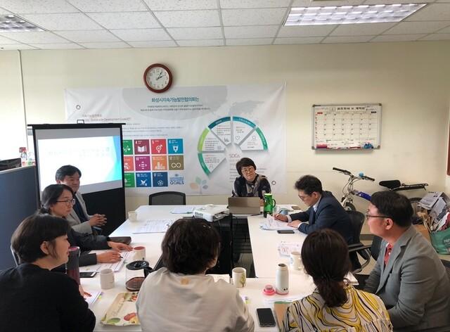경기 화성시의 지속가능발전 계획을 수립하기 위해 전문가·시민단체들이 세부 사업과 추진계획을 논의하고 있다. 화성시지속가능발전협의회 제공
